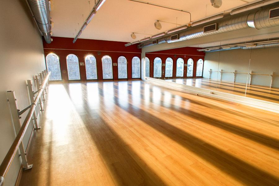 sala-activitats-dirigides-02-fronto-colom-900x600